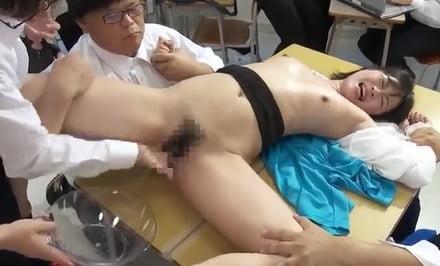 奏音かのん(かなでかのん) 美女教師が性欲盛んな高校男子に襲われまくり手マン潮吹き!