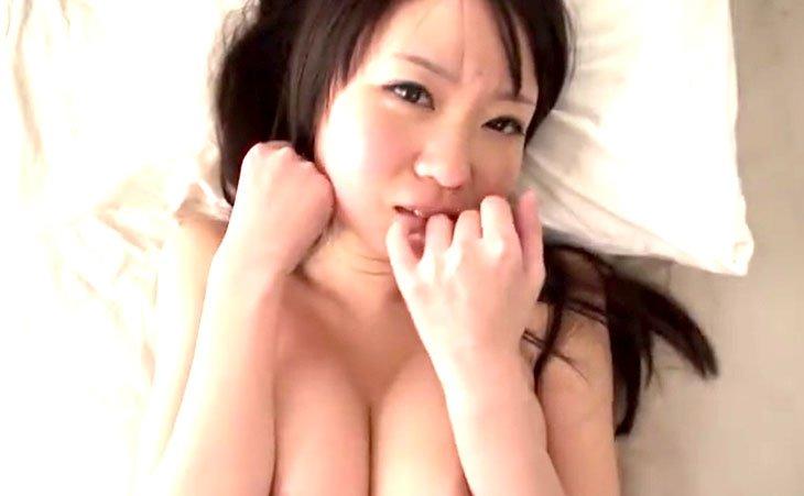 夢乃あいか 色白巨乳黒髪美女が生まれたままの姿でデカ乳を爆揺らし潮吹きSEX!