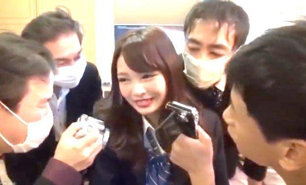 跡美しゅり潮吹きSEX! スレンダー制服JKが漢達と濃厚接触アクメプレイ!