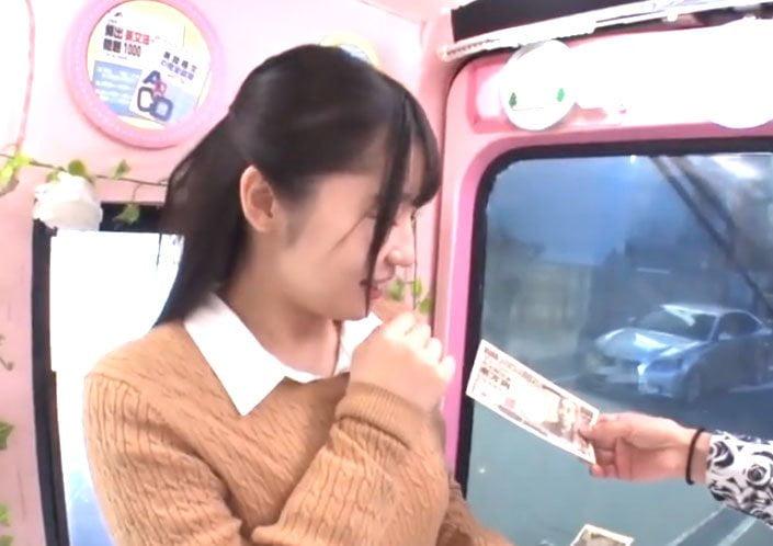 素人美女潮吹きSEX! 札束を握らされた予備校美女が車内で漢達と濃厚接触アクメプレイ!