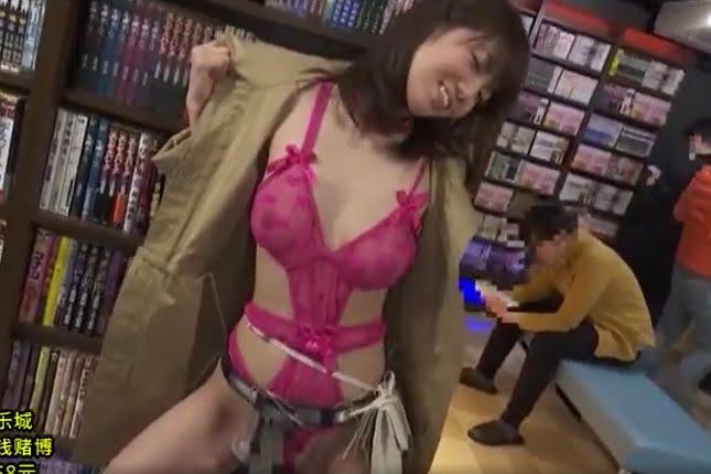 清城ゆき 高電圧電マを秘部に激装備された美女がネットカフェで悶絶アクメ