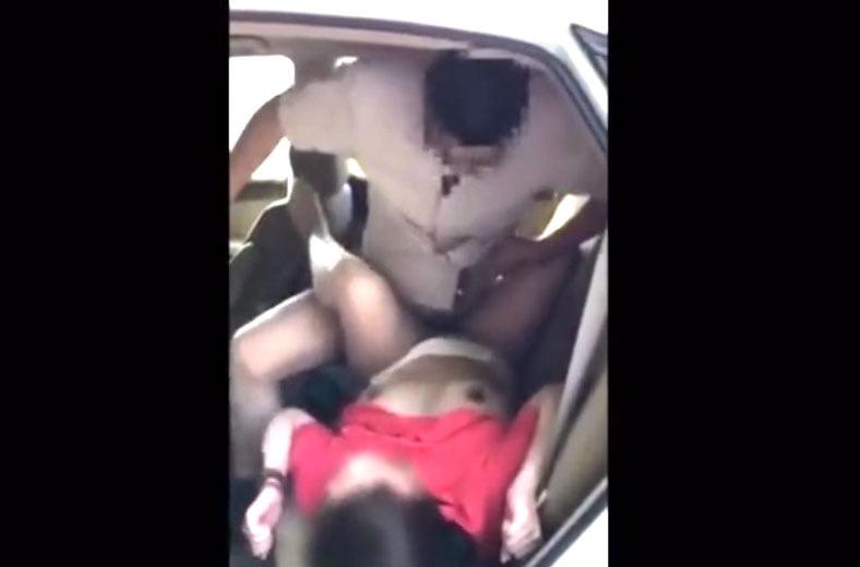 素人奥さん潮吹きSEX! 狭い車内で繰り広げられるアクロバチックな性交現場!