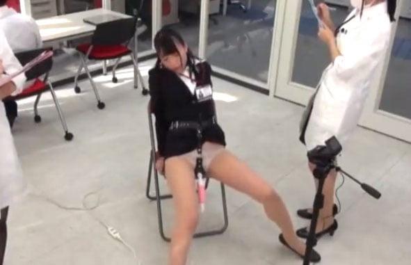 SOD女社員潮吹きアクメ!SOD社女社員の定め電マディルドの新商品を身体を張ってレポートする!