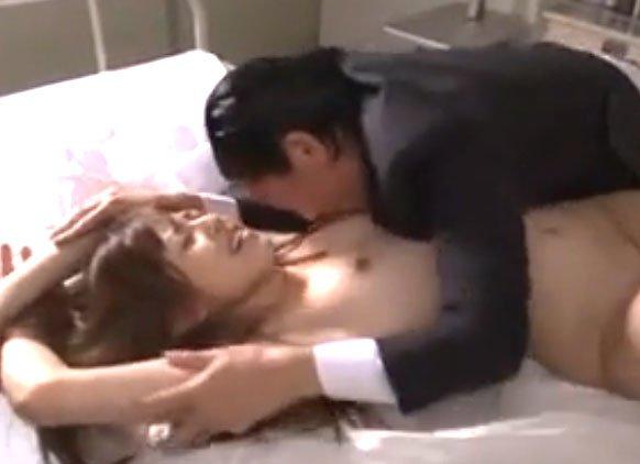 瑠川リナ潮吹きSEX! スレンダーJKがエロ教師に襲われまくり!華奢な肢体をアクメで歪めまくり♡
