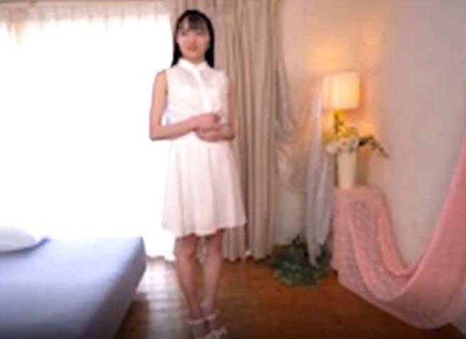 葵爽(あおいそう)清涼感溢れる18歳のスレンダー黒髪少女の初AV!逝きまくり手マン潮吹きSEX!!