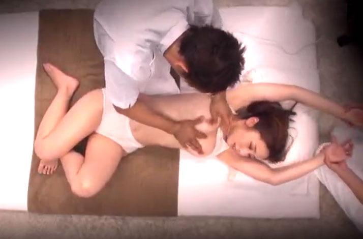 マジックミラー号 素人美女がスペンス乳腺マッサージで強制発情秘部手マン潮吹きSEX!!